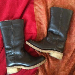 Frye Campus Shearling Boot in Brown leather